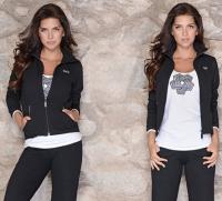 Musculosa modelo competición estampada; Campera elastizada lisa; Pijama con faja y bolsillos.